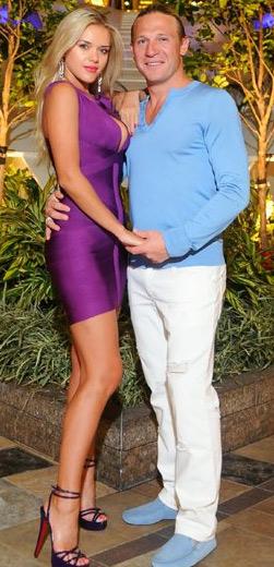 Юлия Воронина со своим мужем в шикарном платье на фото в полный рост